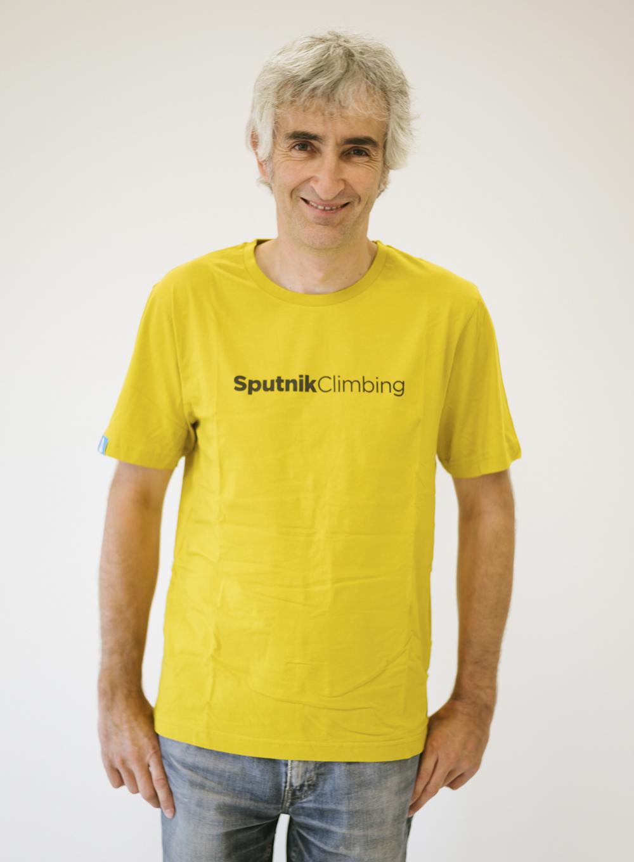 Cristo con camiseta oro Sputnik