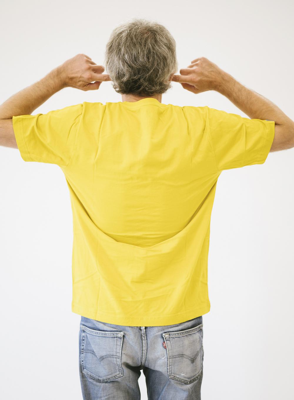Cristo de espaldas con camiseta oro Sputnik