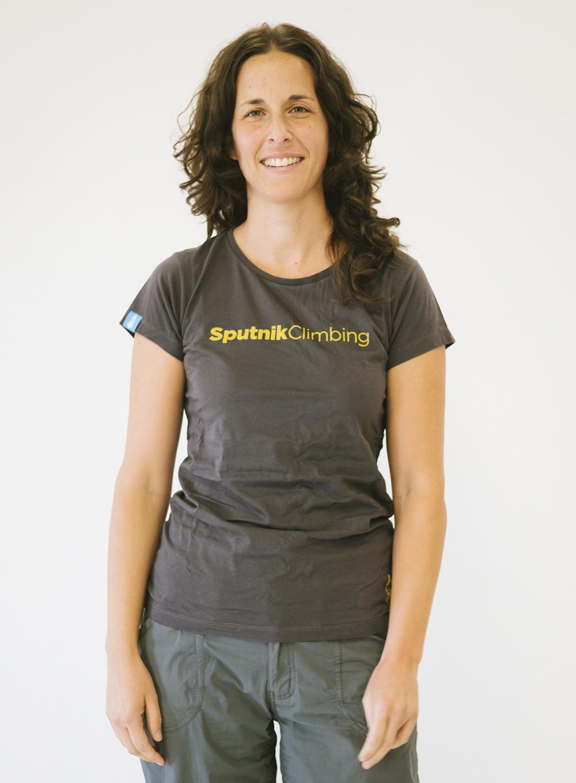 Eva con camiseta gris Sputnik